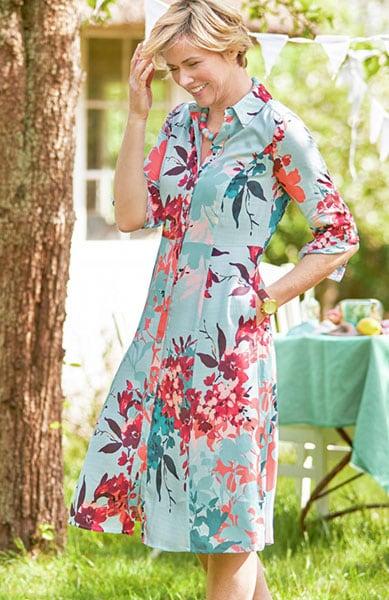Hemdblusenkleider: Viskose und florale Prints für einen perfekten Sommerabend