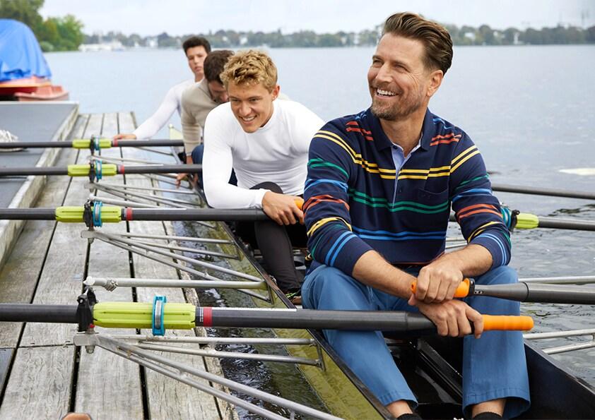 Männer im Ruderboot