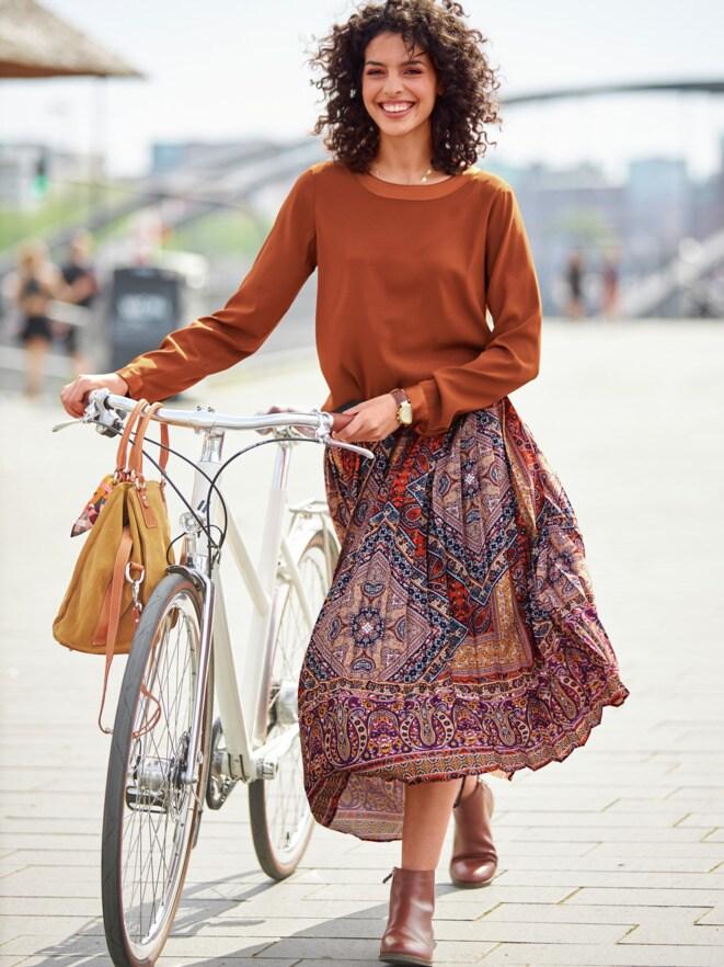 Outfit Trendfarben Seiden-Shirtbluse